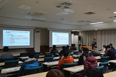 浅野敏之教授の講演の様子